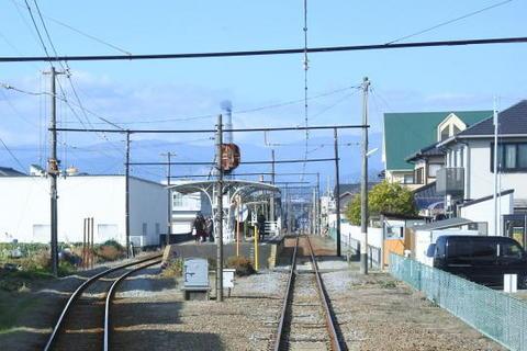 岳南電車のホーム屋根は独特の形状