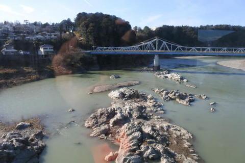 天竜川を渡る