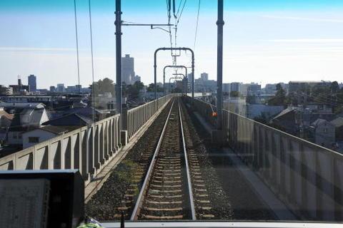 浜松に近づくと線路も高架に