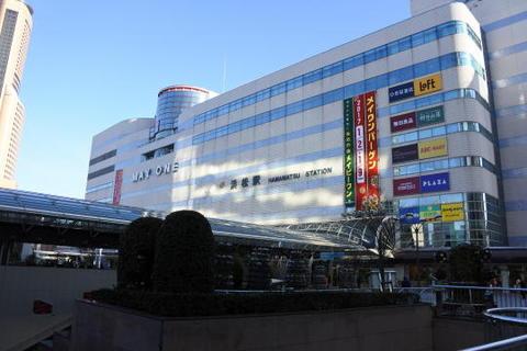 駅を降りてすぐJR浜松駅に着く