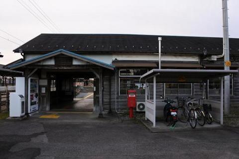 何とも味のある駅舎