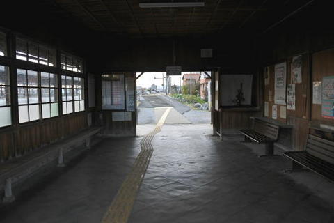 駅舎の中も懐かしい感じ
