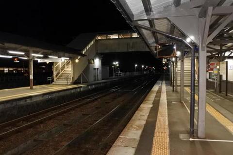夜の飛騨古川駅構内