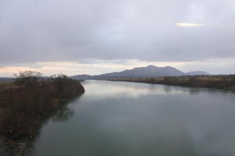 新信濃川を渡る