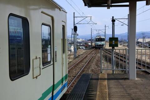 対向列車の待ち合わせ