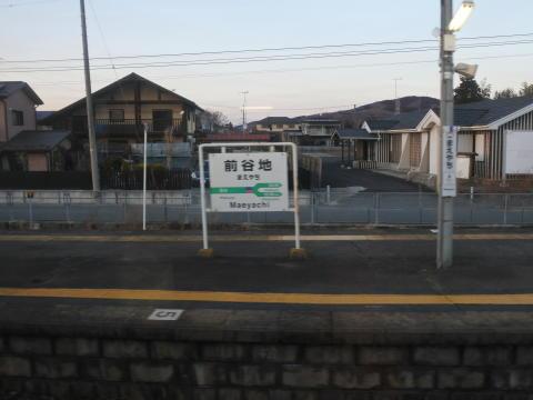 接続駅とな思えない寂しい雰囲気