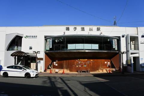 公会堂のような造りの鳴子温泉駅の駅舎