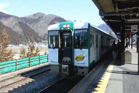 新庄行きの列車が到着