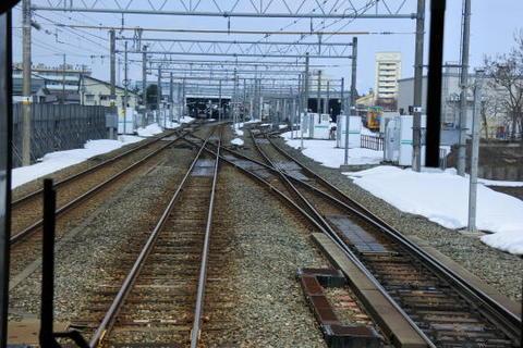 標準軌と狭軌が交錯する複雑な線路配置