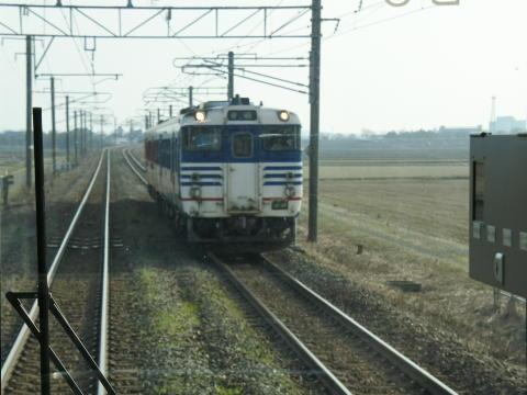 途中で気動車列車とすれ違い