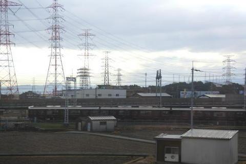 阪急電車とすれ違う