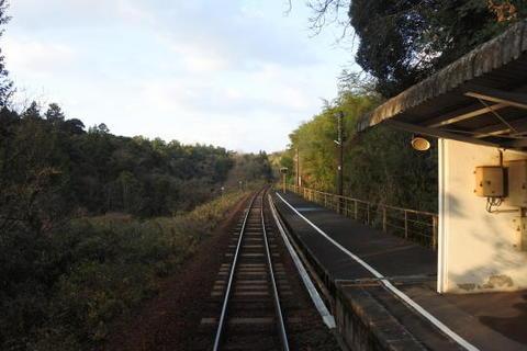 単線の小ぢんまりとした駅