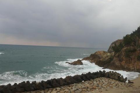 荒々しい岸壁