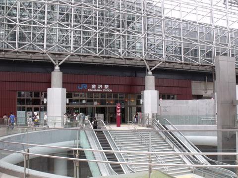 駅前の巨大スペース