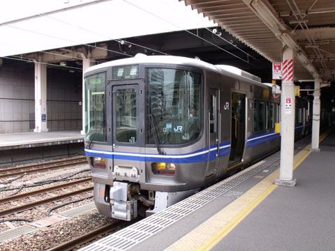 富山行き521系
