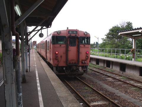 城端駅に到着