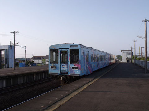 鹿島神宮方面の列車が到着