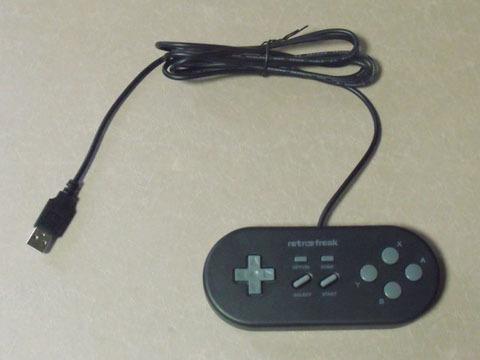 付属のレトロフリーク標準コントローラー
