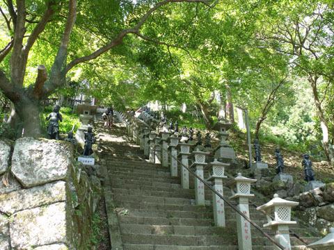 大山寺境内へと続く階段