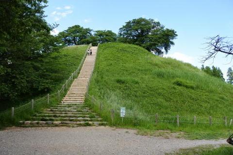 丸墓山古墳の階段