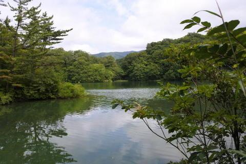 湖面近くまで少し歩く
