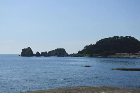 写真の中央が象岩
