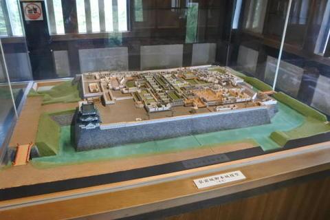 当時の本丸と建造物の模型