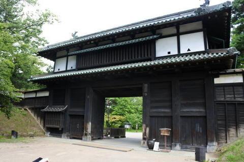 弘前城の南門に当たる追手門