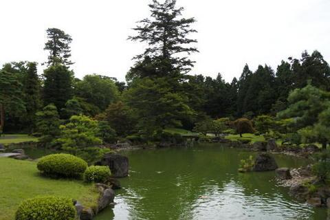 低地部の中央にある池