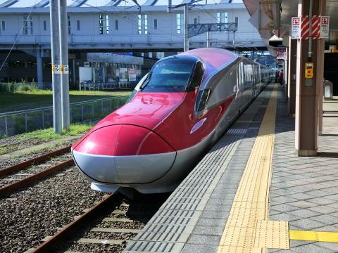 秋田新幹線こまち E6系