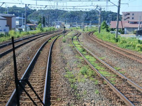 一番右側は羽越本線の線路