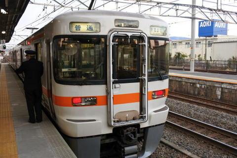 美濃赤坂行きの列車