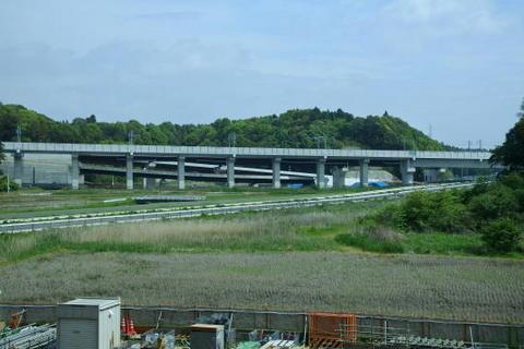 真新しい成田スカイアクセス線の高架橋