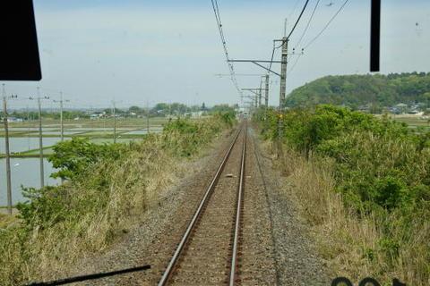 水田地帯を行く