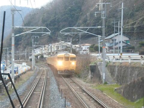 対向列車とすれ違い