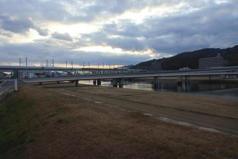 新幹線・山陽本線と分かれる