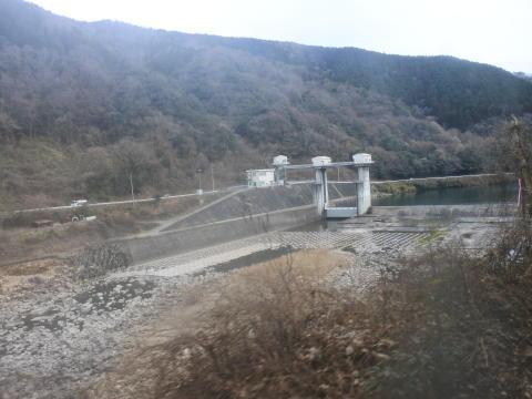 ダムの下流側は水量がぐっと減る