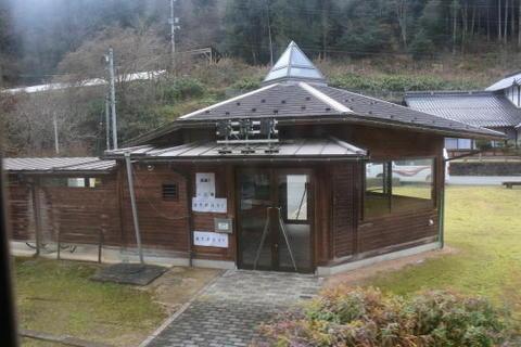 比較的新しい駅舎