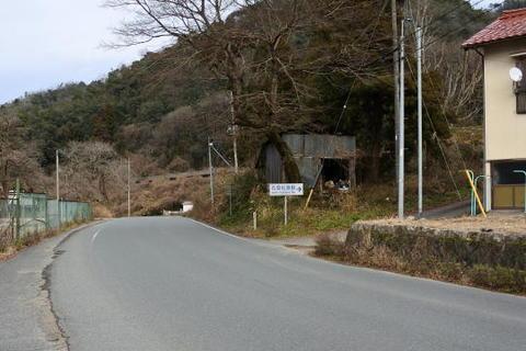 右に入ると石見松原駅