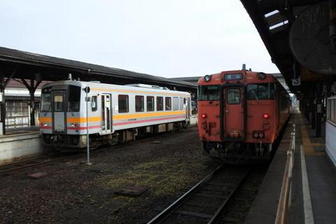 津山駅に到着