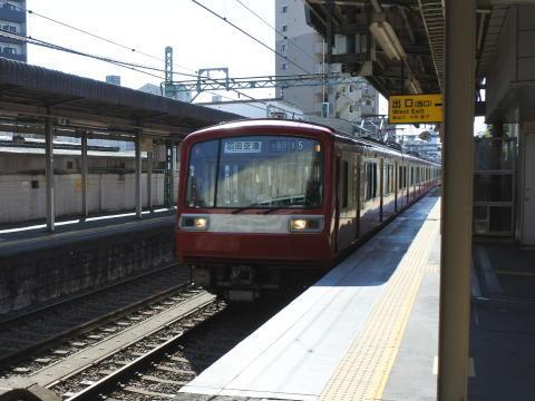 快特・急行列車が次々と通過