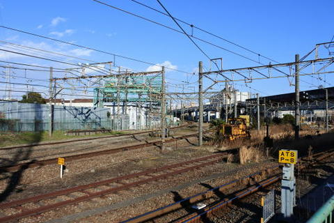 貨物線の線路が複雑に入り乱れる