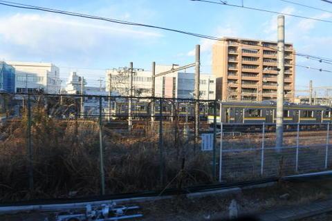 弁天橋駅付近にある鶴見線の車庫