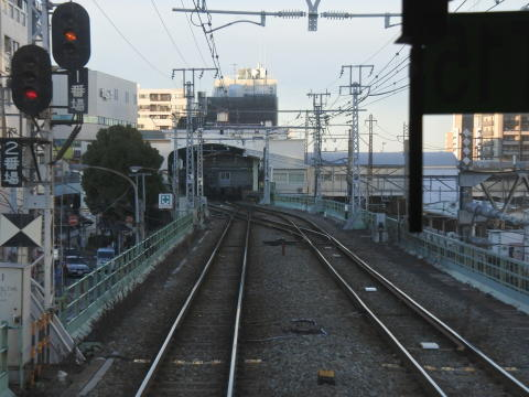 終点の鶴見駅に到着