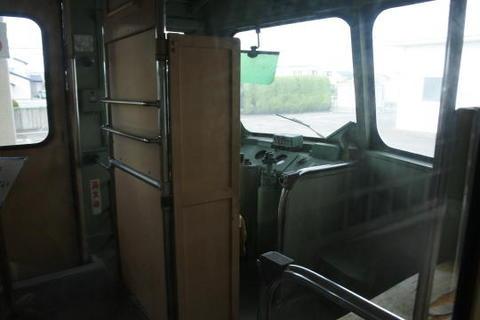 反対側の運転席