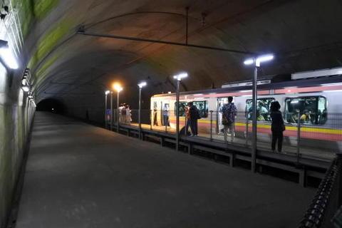トンネル内の駅