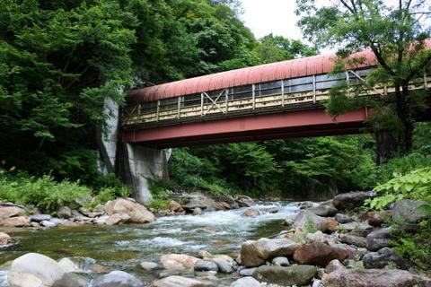 駅の通路橋とは思えない大規模な構造物