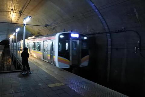 乗車する列車が到着