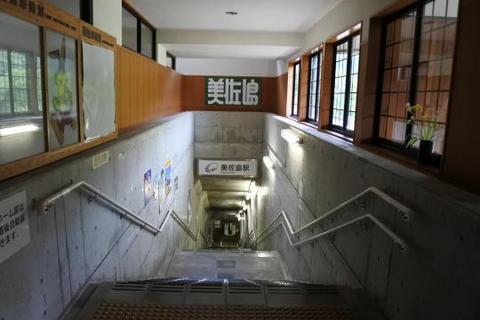 地上側から見た階段