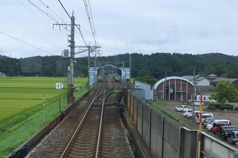 くびき駅を発車
